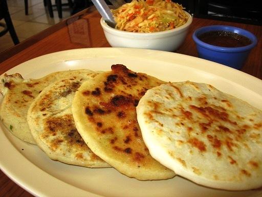 Pupusas, el plato típico de el Salvador